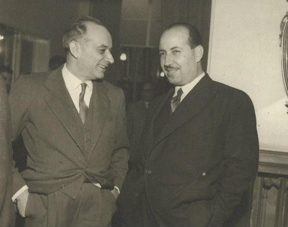 علي بوظو مع وزير من الحكومة التركية عام 1954