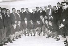صورة فريق الجيش السوري لكرة القدم في اليونان عام 1962