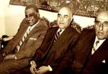 صورة رشدي الكيخيا رئيس حزب الشعب بين شكري القوتلي وجمال عبد الناصر