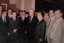 صورة حافظ الأسد مع رفيق الحريري في زيارة إلى قصر الشعب عام 1988