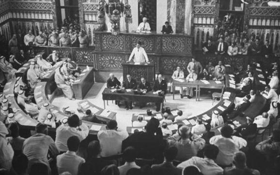 شكري القوتلي يلقي خطاباً أمام البرلمان السوري عام 1943