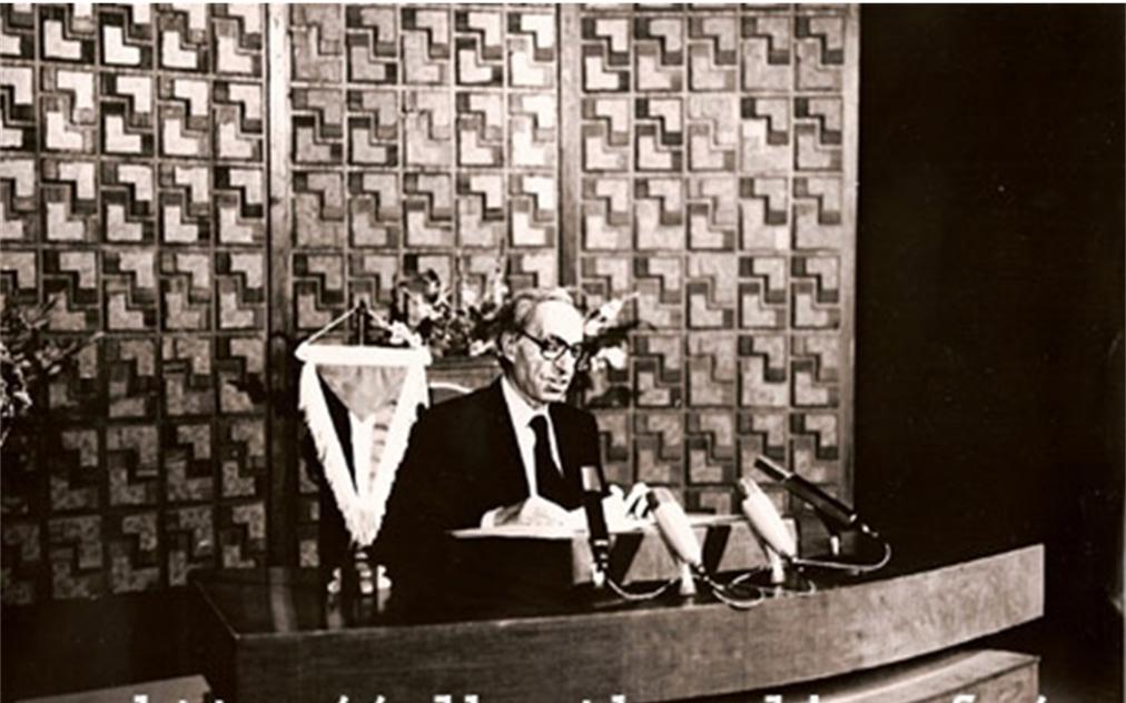ميشيل عفلق يلقي خطاباً بمناسبة تأسيس الحزب عام 1977