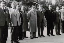 صورة دمشق 1960- إدارة نادي بردى في انتظار عبد الحميد السراج