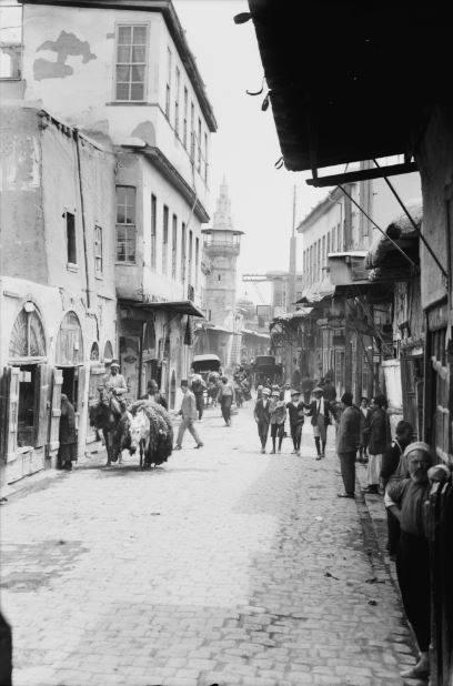 صور تاريخية ملونة – الشارع المستقيم في دمشق 1946