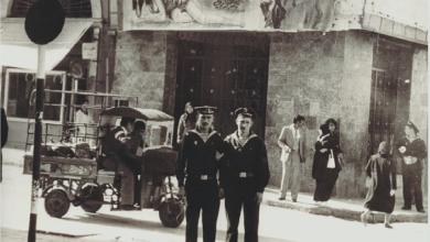 اللاذقية في الستينيات - جنود البحرية السوفييت أمام سينما دمشق