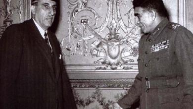 صورة اللواء محمد نجيب يستقبل شكري القوتلي عام 1952