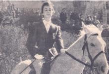 الفارسة عايدة الشرباتي .. أول فارسة سورية شاركات بمسابقات دولية لركون الخيل عام 1959