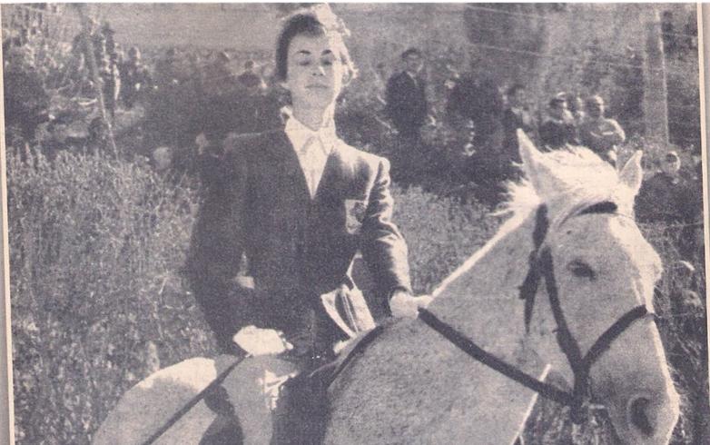 الفارسة عايدة الشرباتي .. أول فارسة سورية شاركات بمسابقات دولية لركوب الخيل عام 1959