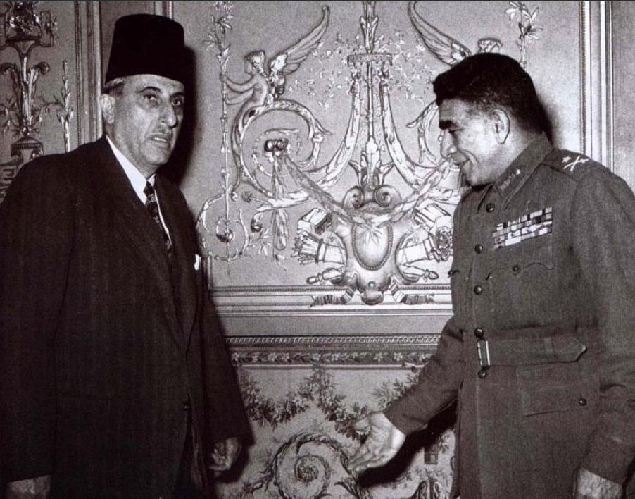 اللواء محمد نجيب يستقبل شكري القوتلي عام 1952