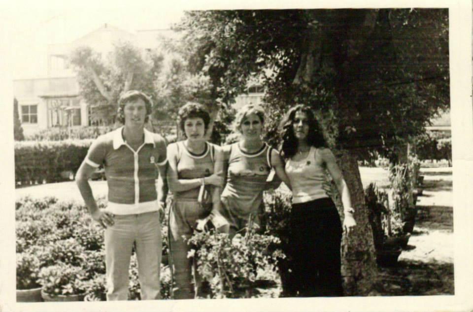 لاعبات منتخب سورية المدرسي للأنسات بكرة السلة عام 1975