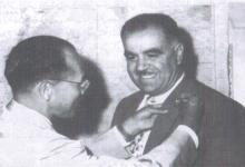 أنور تللو يكرم من قبل البعثة اليابانية التي اشرفت على نقل الشعلة إلى طوكيو