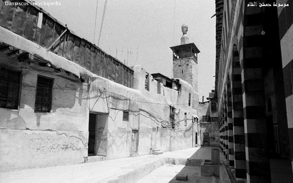 دمشق –  صحن المدرسة الشامية الكبرى عام 1989 قبل عمليات الترميم (21)