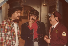 صورة محمد طرقجي مع دريد لحام وناجي جبر في أحد مشاهدمسلسل وادي المسك
