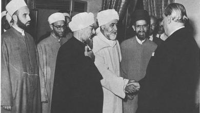 صورة دمشق 1955 – وفد من علماء الدين في زيارة للرئيس شكري القوتلي لتهنئته بانتخابه رئيساً