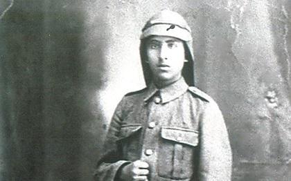 محمد عثمان أغا آلوسي في زي الكلية الحربية قبل معركة ميسلون عام 1920