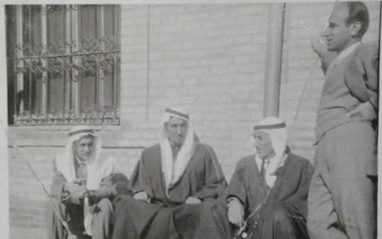 حسين العجيلي والشيخ أنور الراكان ورئيس بلدية الرقة
