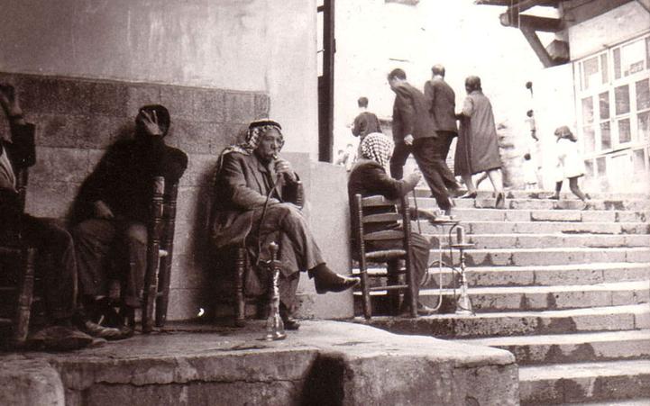 دمشق - مقهى النوفرة بعدسة الفنان أحمد مادون