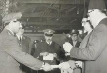 بهاء الدين الخوجة يتسلم وسام الاستحقاق من صبري العسلي عام 1954