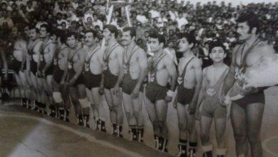 صورة منتخب سرايا الدفاع مع المنتخب اللبناني في الملعب البلدي عام 1972