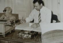 محمد حسن عثمان في مكتبه في القصر الجمهوري