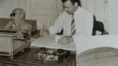 صورة محمد حسن عثمان في مكتبه في القصر الجمهوري