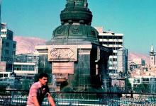 صورة دمشق 1983 – ساحة المرجة ومئذنة مسجد الورد