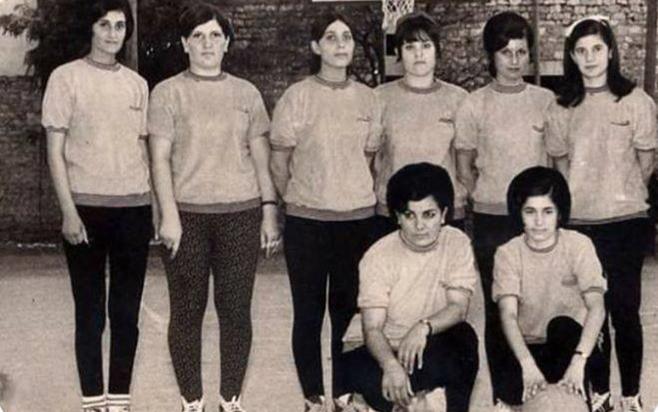أول فريق لنادي محردة لفئة السيدات عام 1968