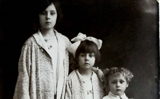 صورة أولاد الشيخ تاج الدين الحسني عام 1932
