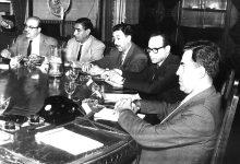عبد الخالق النقشبندي في إحدى الاجتماعات برئاسة نور الدين الأتاسي