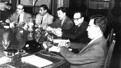 صورة عبد الخالق النقشبندي في إحدى الاجتماعات برئاسة نور الدين الأتاسي