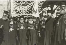 من أمام كنيسة القيامة لثلاثة بطاركة ومنهم البطريرك الكسندروس طحان 1942
