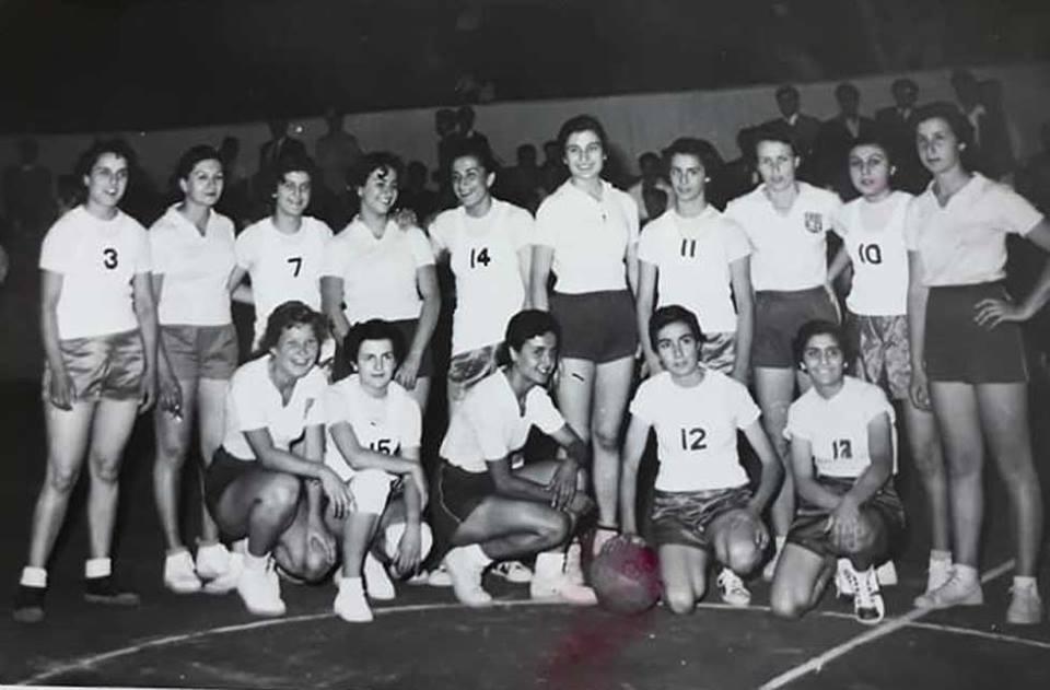 لقاء انسات نادي الفتيان الدمشقي وانسات نادي الهومنتمن اللبناني عام 1956