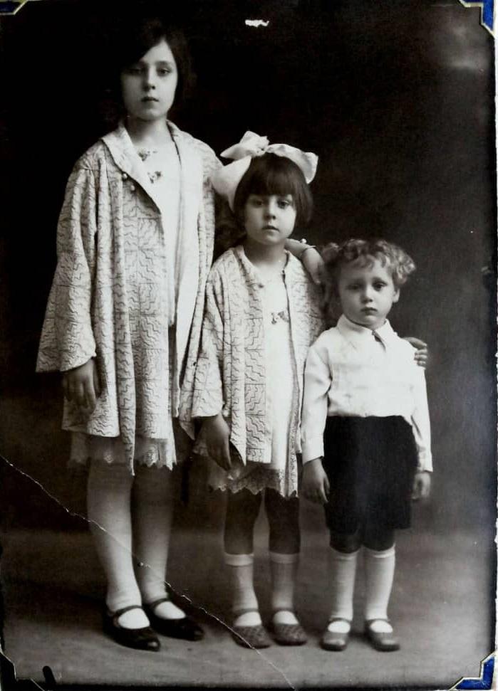 أولاد الشيخ تاج الدين الحسني عام 1932