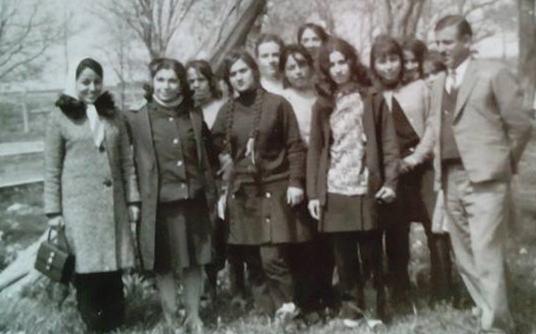 صورة توفيق حمزة.. أحد رواد الحركة الكشفية في السويداء في رحلة مدرسية عام 1969