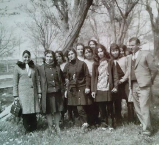 توفيق حمزة.. أحد رواد الحركة الكشفية في السويداء في رحلة مدرسية عام 1969