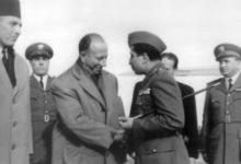 صورة فيضي الأتاسي وملك العراق فيصل الثاني