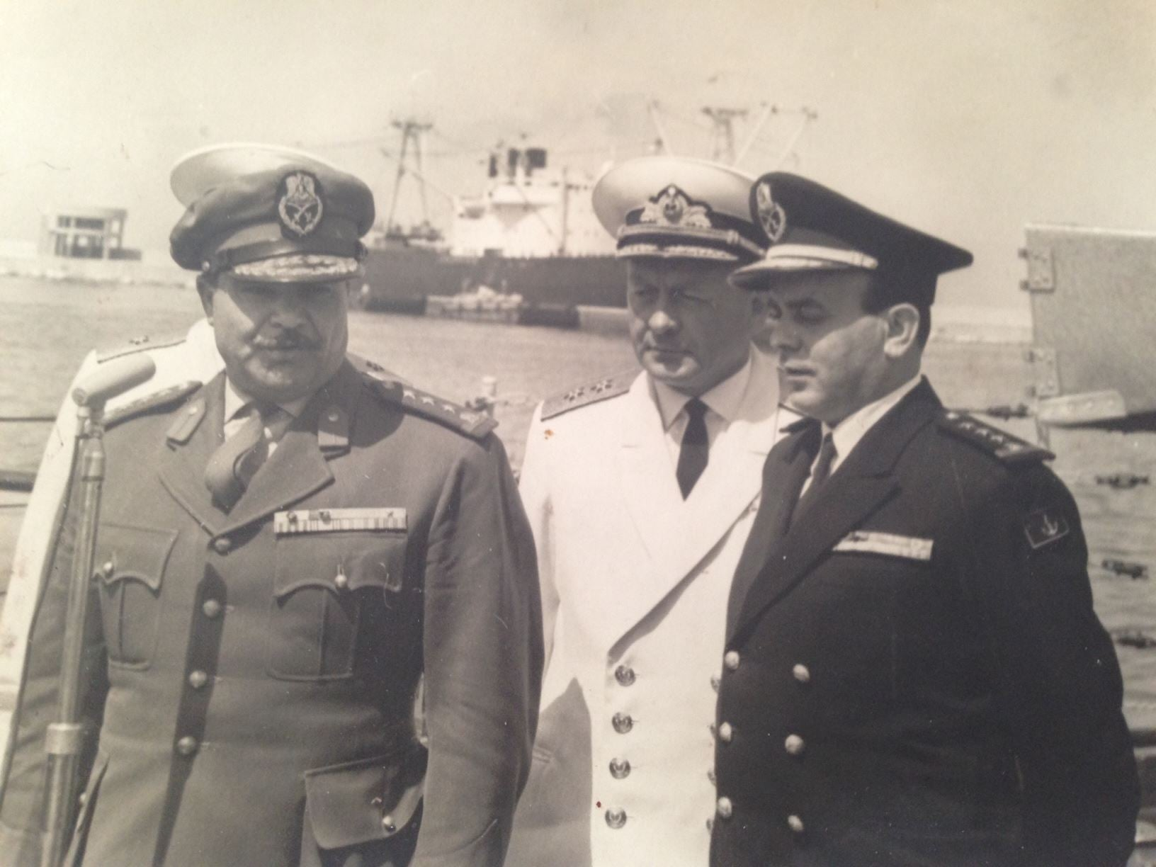 ميناء اللاذقية 1968- أمر القوى البحرية برفقة ضباط من البحرية السوفيتية
