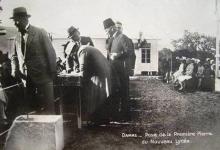 صورة تاج الدين الحسني يضع حجر الأساس لبناء وتشييد مدرسة اللاييك 1930