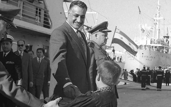 صورة جمال عبد الناصر في ميناء اللاذقية عام 1961