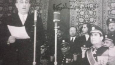 صورة شكري القوتلي يلقي كلمة في الاحتفال بعيد الجلاء عام 1956