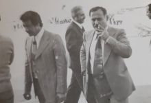 صورة أحمد عنتر والى يمينه محمد مخلوف مدير عام مؤسسة التبغ (الريجي)