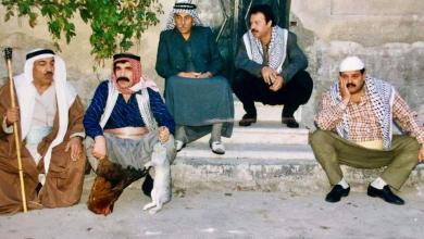 صورة الفنان ياسر العظمة وآخرون في مسلسل مرايا 99