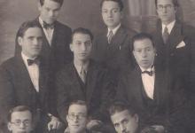 صورة اللاذقية 1933 – أصدقاءُ المصوِّر (هوان) من مدينة اللاذقـيَّة ..