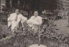 صورة عمر بهاء الدين الأميري ومصطفى السباعي.. الاسكندرية 1953