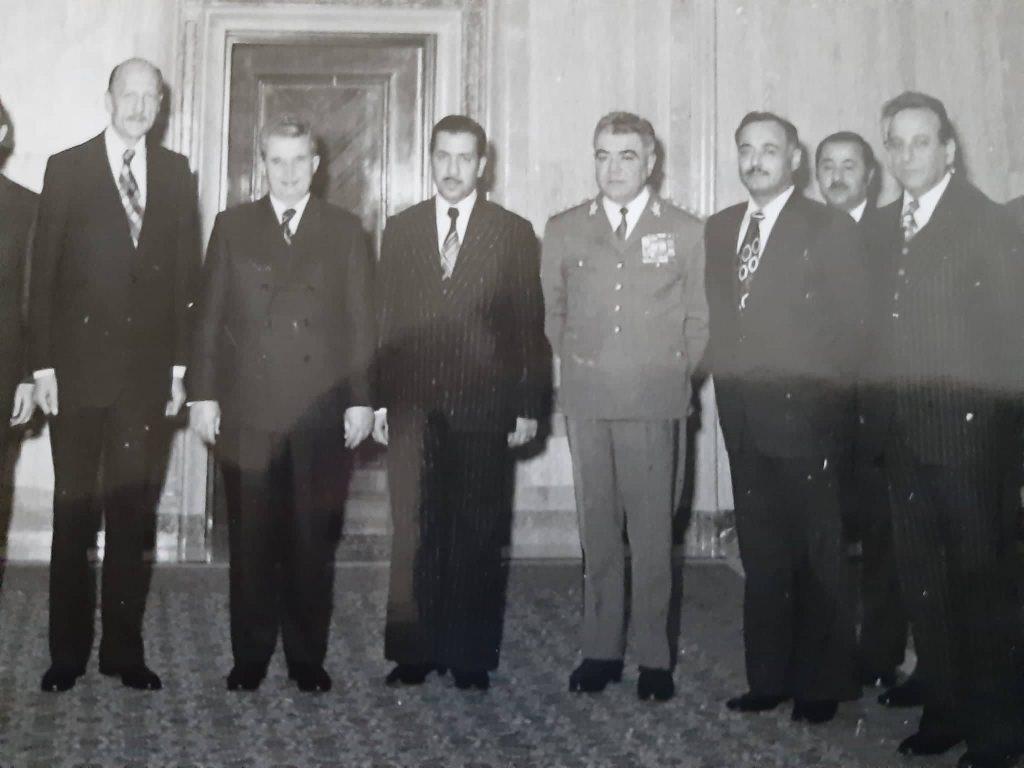 أحمد عنتر مدير شركة الطيران السورية مع نعمان الزين وزير النقل مع الرئيس الروماني