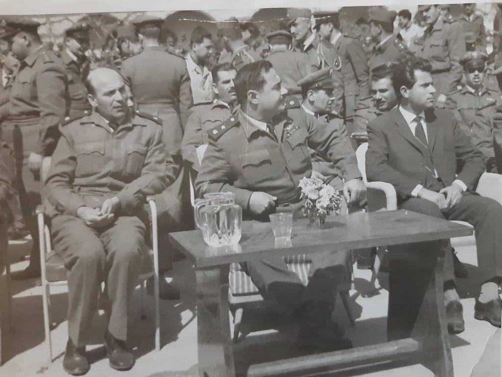 المقدم أحمد عنتر في مطار المزة العسكري عام 1965