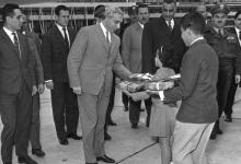 جمال عبد الناصر في وداع أمين الحافظ بعد انتهاء مؤتمر القمة العربي 1964 (2)