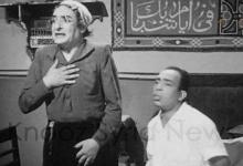 """الفنان أنور البابا الذي عرف بشخصية """"أم كامل"""" مع الفنان المصري اسماعيل ياسين"""