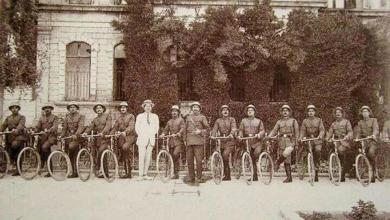 صورة دمشق 1922-  سرية من شرطة دمشق المتحركة على الدرجات الهوائية