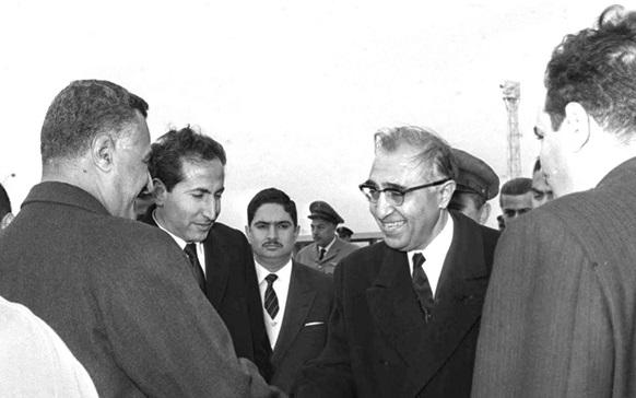 صورة جمال عبد الناصر وصلاح الدين البيطار بعد انتهاء مؤتمر القمة العربي 1964
